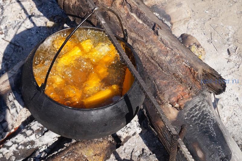 Кукуруза приготовленная на костре, рецепт кукурузы -фото казана с кукурузой на костре