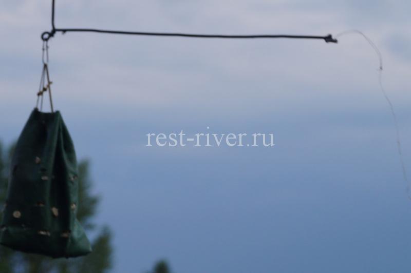 кормушка из клеёнки для ловли на пенопласт и геокулес
