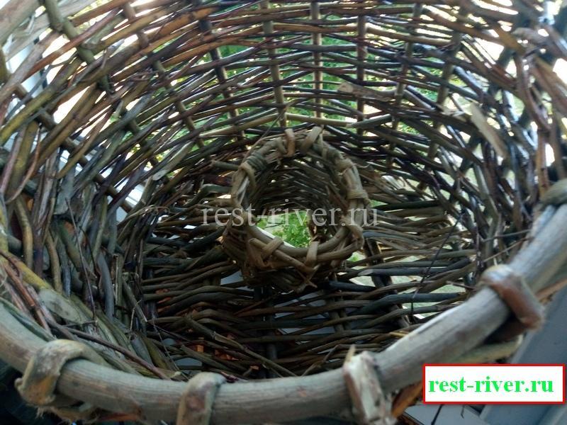 ловушка - корзинка для вьюна из лозы