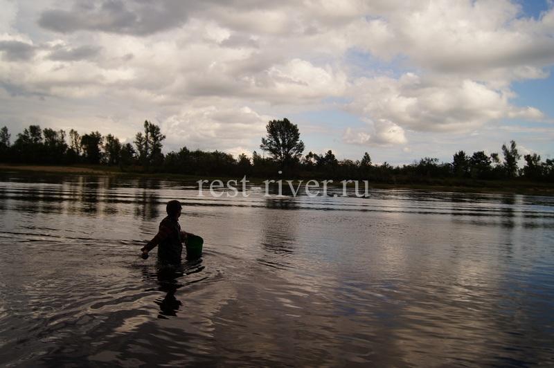 заброс прикормки при ловли в проводку на течении