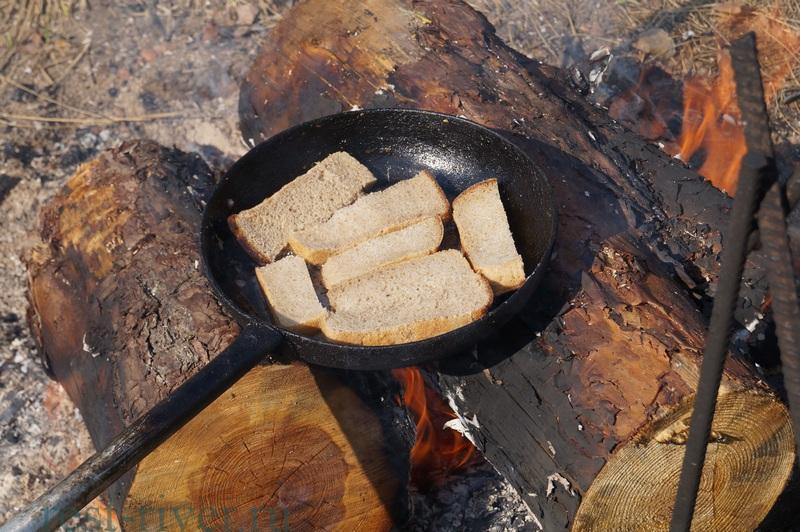 хлеб на костре - гренки с чесноком