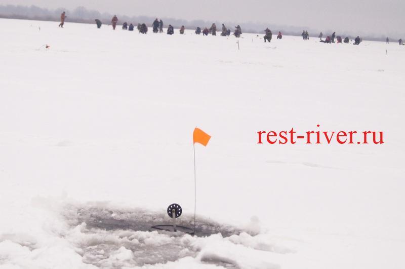 картинка зимней рыбалки - жерлица
