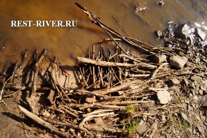 фото укрепление берега камнями, остатки гатки
