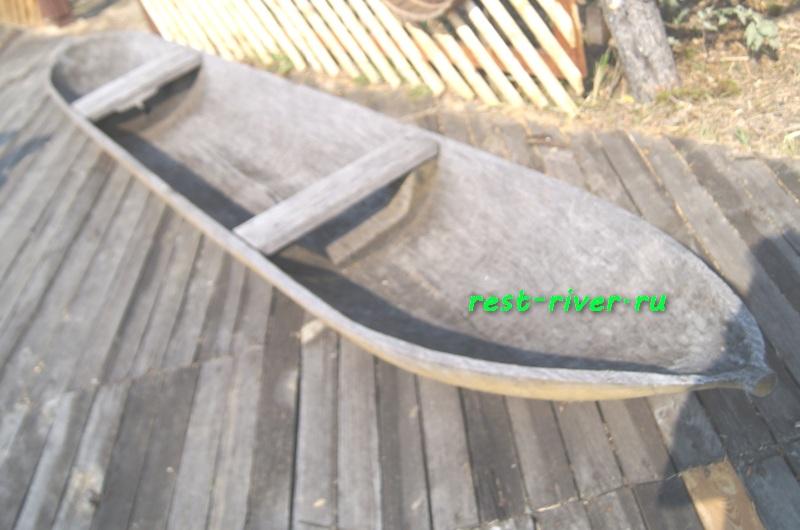 фото старинной деревянной лодки - чёлн