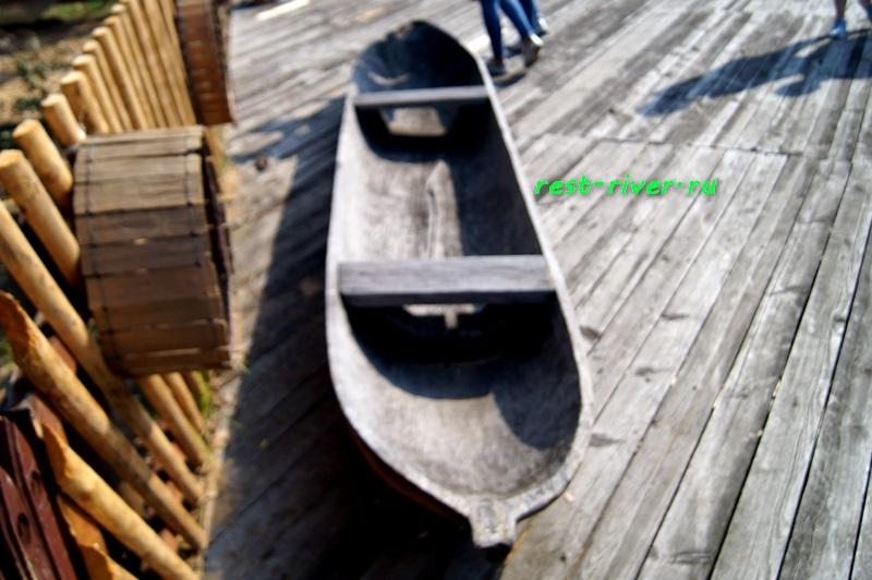 фото деревянная лодка - човен