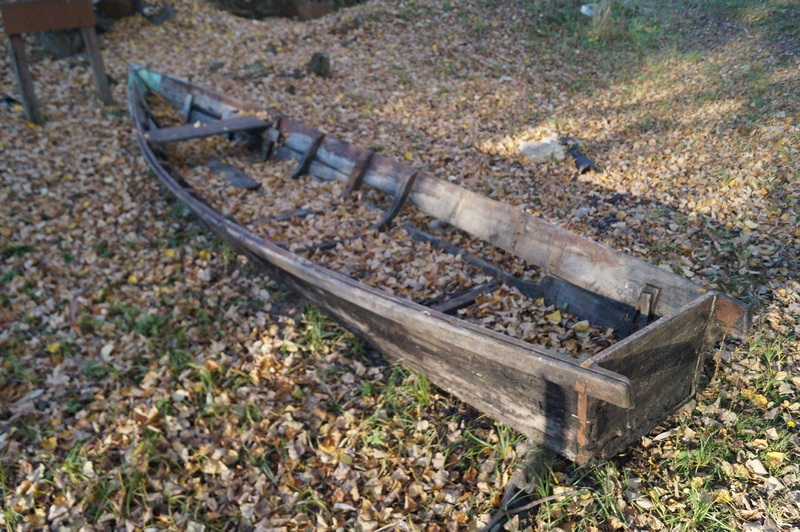 фото рассыпавшаяся деревянная лодка