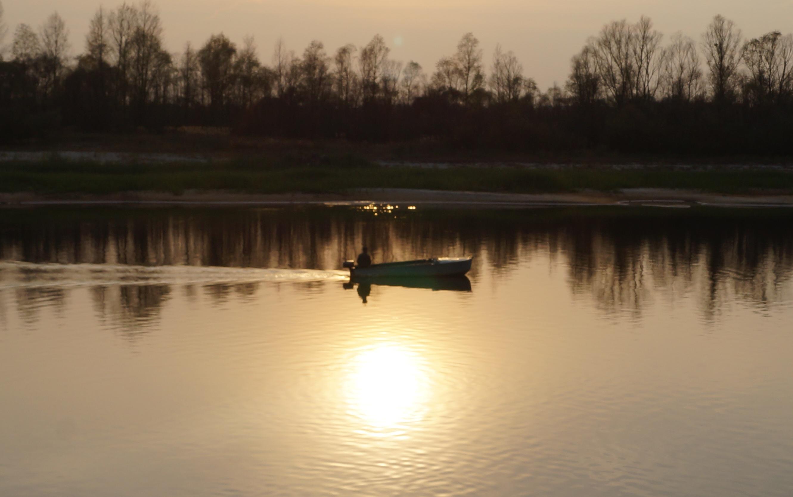 ночная рыбалка на лодке