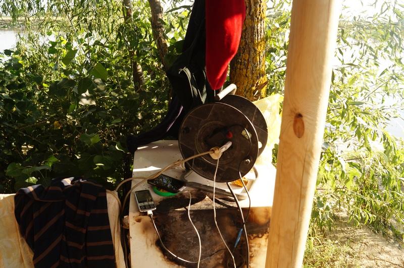 фото зарядка мобильников на природе