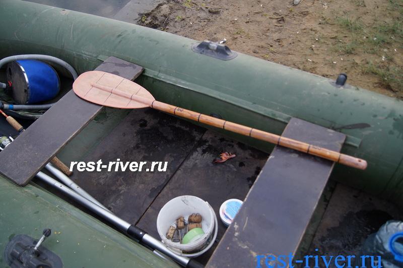лодка для установки жерлиц рогаток