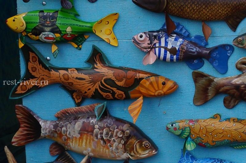 сувенир рыба из дерева, раскрашенные деревянные рыбы