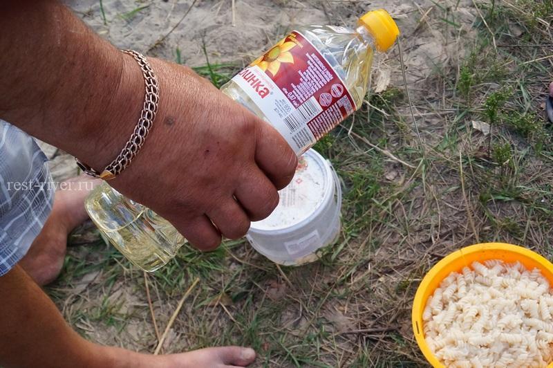 питание в походе - добавляем в макароны подсолнечное масло