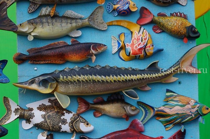 сувениры из дерева в форме рыб