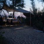 Палаточный лагерь на берегу реки - отличный летний отдых. Навес на берегу реки. Часть 1