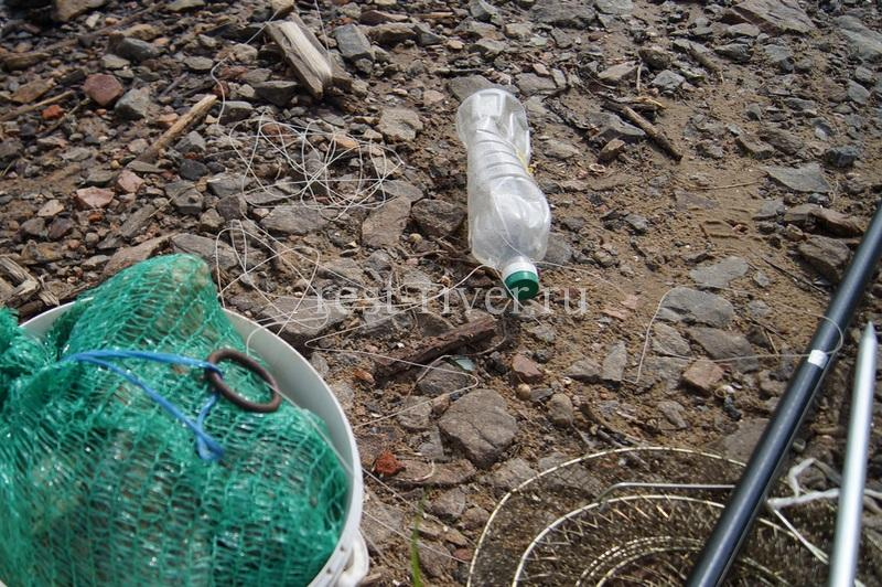 оснастка для ловли с берега в проводку на поплавок с кормушкой на реке или ручье (оснастка ловли в проводку)