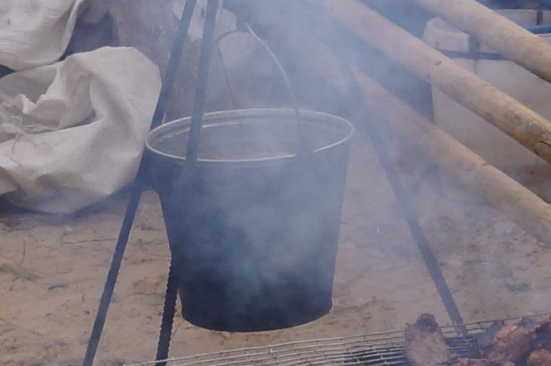 фото приготовления ухи в ведре