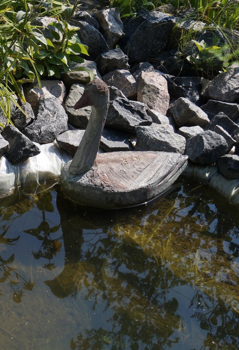 декоративная утка для пруда из пенопласта