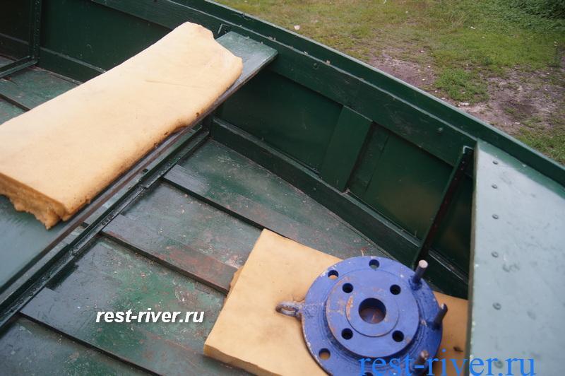 лавка самодельной лодки